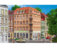 модель Auhagen 11447 Угловой дом по Schmidtstrasse 10, 200x152x225 мм.