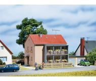 модель Auhagen 12236 Жилой дом. Модель подходит для масштабов H0 и TT.