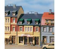 """модель Auhagen 12248 Двух этажный дом с мансардой и магазином """"Metzgerei"""" 72 х 76 х 95мм. Модель подходит для масштабов H0 и TT."""