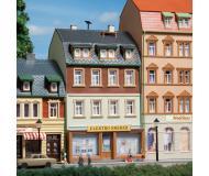 модель Auhagen 12252 Жилой дом №3. Модель подходит для масштабов H0 и TT.