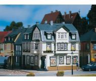 модель Auhagen 12255 Угловой дом. Модель подходит для масштабов H0 и TT.