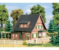 модель Auhagen 12259 Деревянный дом Ерика. Модель подходит для масштабов H0 и TT.