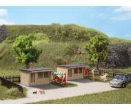 модель Auhagen 12339 2 маленьких летних домика. Модель подходит для масштабов H0 и TT.