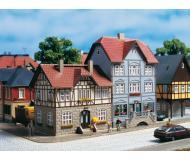 модель Auhagen 12346 Дом на улице Banhofstrasse 9/11. Модель подходит для масштабов H0 и TT.