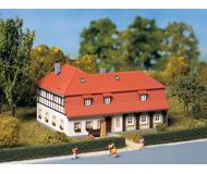 модель Auhagen 13305 Угловой дом. 125х95х70 мм.