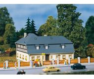 модель Auhagen 13306 Дом №1 по Mill Road 125x90x70 TT