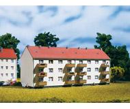 модель Auhagen 13332 Многоквартирный дом, 260x98x115 мм.