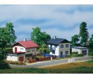модель Auhagen 14462 Пригородные дома, гараж, 100х82х60 мм,100х82х60 мм,65х48х22 мм.