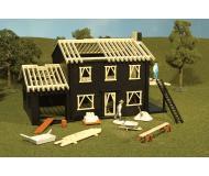 модель Bachmann 45004 Серия Plasticville. Полностью собранное здание. House Under Construction