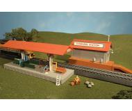 модель Bachmann 45006 Серия Plasticville. Полностью собранное здание. Freight Station/Platform Station