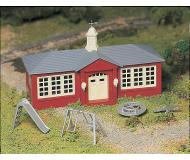 модель Bachmann 45611 Серия Plasticville. Набор для сборки (KIT) School House w/Playground Equipment