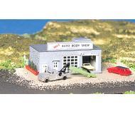 модель Bachmann 45708 Auto Body Shop w/Figures - Серия Plasticville. U.S.A. Модель полностью собрана, размер 8.1 x 12.4см
