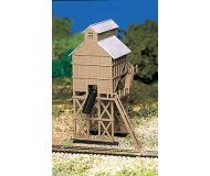 модель Bachmann 45811 Coaling Station w/figure. Модель полностью собрана. Принадлежность 4.1 x 5.4см