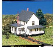 модель Bachmann 45812 Farm House w/Figures - Серия Plasticville. U.S.A. Модель полностью собрана, размер 5.7 x 6.4см