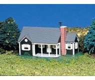 модель Bachmann 45814 New England Ranch House. Модель полностью собрана. Размер 7 x 9см