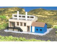 модель Bachmann 45902 Factory с аксессуарами & Figures. Модель полностью собрана