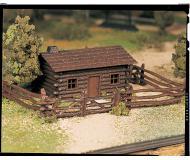 модель Bachmann 45982 Серия Plasticville. Набор для сборки (KIT) Log Cabin w/Rustic Fence