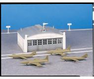 модель Bachmann 45986 Серия Plasticville. Набор для сборки (KIT) Airport Hangar w/Airplanes