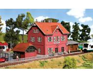 """модель Faller 110096 Железнодорожная станция Klingenberg. Набор для сборки (KIT), из дерева  (Laser-cut) -- 9-7/8 x 5-1/2 x 6""""  24.6 x 14 x 15см."""