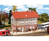 модель Faller 110123 Железнодорожная станция Warthausen. Набор для сборки (KIT), цветные пластмассовые детали,     29.5 x 157.5 x 16.3см.