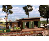 модель Faller 120259 Wooden Trackside Warehouse/Transload Shed for Humus & Peat. Набор для сборки (KIT), пластмассовые детали. Размер 21.2 x 11.6 x 6.8см.