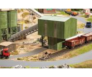 модель Faller 130171 Quarry Railcar & Truck Loader. Набор для сборки (KIT). Размер   37.5 x 14 x 9см.