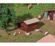 модель Faller 130183 Stugi-Stuis Small Livestock Stable -- Laser-Cut Wood. Набор для сборки (KIT). Размер   5.6 x 5.7 x 3.6см.