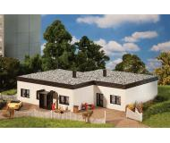 модель Faller 130199 Flat-Roof Bungalow. Набор для сборки (KIT) . Размер   20.3 x 20.3 x 6см.