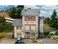 """модель Faller 130228 Flour Mill. Набор для сборки (KIT), цветные пластмассовые детали,  8-1/16 x 6-1/4 x 7-1/2""""  20.5 x 15.8 x 19см."""