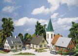 модель Faller 130255  Стартовый набор Waldorf, включает в себя: <br>три жилых дома, в том числе один с гаражом и красивой изгородью <br>  церковь<br>детская площадка (скамейки, качели, песочница, лестница и т.п.) <br>деревья.<br> Идеальный вариант для создания деревни или небольшого городка на макете