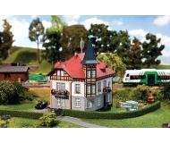 """модель Faller 130407 City Villa. Набор для сборки (KIT) -- 5 x 5-1/8 x 7-1/2""""  12.5 x 13 x 19см."""