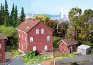 модель Faller 130461 Кирпичный дом с постройками для заднего двора