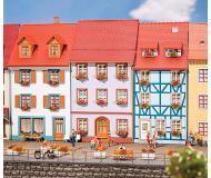 """модель Faller 130497 Village Residential House. Набор для сборки (KIT) -- 3 x 3-1/8 x 6""""  7.5 x 8 x 15см."""
