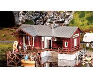 """модель Faller 130510 Boathouse. Набор для сборки (KIT), цветные пластмассовые детали,  6-1/2 x 4-7/8 x 2-1/2""""  16.6 x 12.4 x 6.5см."""