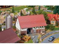 """модель Faller 130535 Large Farmhouse, окрашены. Набор для сборки (KIT) - 7-5/16 x 5 x 4-13/16""""  18.6 x 12.7 x 12.2см."""
