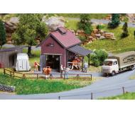 """модель Faller 130537 Farm Slaughterhouse, окрашены. Набор для сборки (KIT) - 3-7/8 x 3-7/16 x 2-15/16""""  9.8 x 8.8 x 7.5см."""