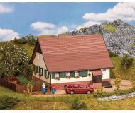 "модель Faller 130549 Retirement Cottage, окрашены. Набор для сборки (KIT) - 5-3/8 x 4-7/8 x 4-1/4""  13.6 x 12.4 x 10.8см."