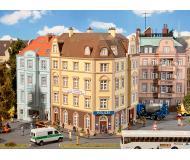 """модель Faller 130910 Goethestrasse Police Station. Набор для сборки (KIT), пластмассовые детали -- 9-13/16 x 8-1/16 x 8-7/8""""  25 x 20.5 x 22.5см."""