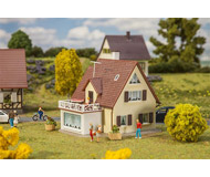 модель Faller 131303 Дом для одной семьи, 103 x 87 x 90 мм.