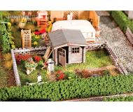 "модель Faller 180492 Garden w/Small Garden House. Набор для сборки (KIT) (Plastic w/Scenery Materials) -- 4-1/8 x 2-7/8 x 1-1/4""  10.5 x 7.4 x 3.2см."