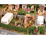 """модель Faller 180495 2 Gardens w/Trailers. Набор для сборки (KIT) (Plastic w/Scenery Materials) -- 4-1/8 x 2-7/8 x 1-1/8""""  10.5 x 7.4 x 2.8см."""