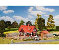 модель Faller 190124 Набор Огородное хозяйство: дом-132x97x90мм., теплицы- 92x47x32мм.и 71x42x32мм., хоз. блок-73x52x43мм.