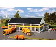 "модель Faller 222196 DHL Freight Company Truck Terminal. Набор для сборки (KIT), пластмассовые детали -- 8-11/16 x 4-3/4 x 2-15/16""  22 x 12 x 7.5см."
