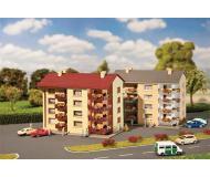 модель Faller 232304 Apartment Building. Упаковка 2 шт. Набор для сборки (KIT) -- Each: 11.1 x 6.9 x 8.3см.