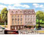 """модель Faller 232311 2 Townhouses (1 w/Business on 1st Floor). Набор для сборки (KIT), цветные пластмассовые детали,  Structures Measure: 3-1/4 x 3-1/16 x 4-15/16""""  8.2 x 7.8 x 12.5см."""