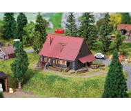 """модель Faller 232358 Forester's Lodge. Набор для сборки (KIT) - 3-15/16 x 1-15/16 x 2-3/8""""  10 x 5 x 6см."""