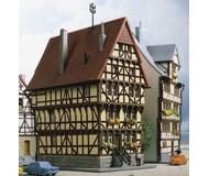 модель Kibri 36407 House On The Square. Размер 4 x 6.5 x 8.5 см. Набор для сборки.