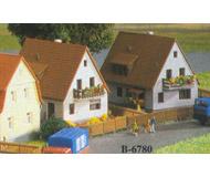 модель Kibri 36780 Settler House 30 Years. Размер 4 x 5cm, 4 x 4.5 см. Набор для сборки.