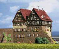 модель Kibri 37110 Row of Brick Houses in Schwabisch Hall. Размер   30 x 11 x 14 см. Набор для сборки.