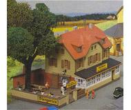 модель Kibri 37114 Railway Inn - Inn Zur Eisenbahn. Размер   13 x 9.5 см. Набор для сборки.